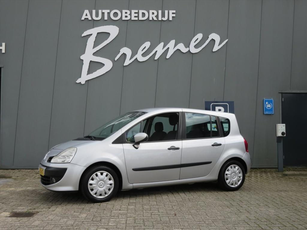 Renault-Grand Modus-thumb