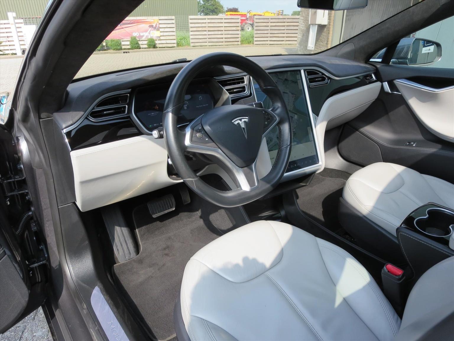 Tesla-Model S-1
